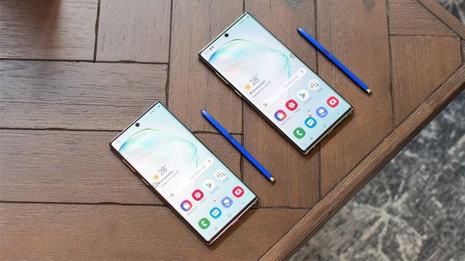 camera Galaxy Note 10 được Samsung sắp xếp theo chiều dọc, thay vì chiều ngang như Galaxy Note 9