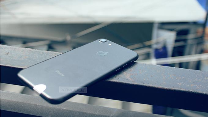 iPhone 7 128GB cũ quốc tế có 2 phiên bản màu đen cực kỳ được người dùng yêu chuộng