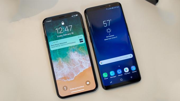 nen-mua-galaxy-s9-hay-iPhone-X-_khi-khung-long-tranh-dau-1