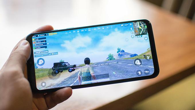 Chơi Pubg Mobile tầm 30 phút mới khiến Galaxy M20 ấm lên một chút