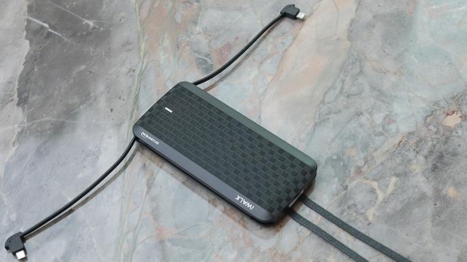Pin dự phòng có thể sạc cùng lúc nhiều thiết bị