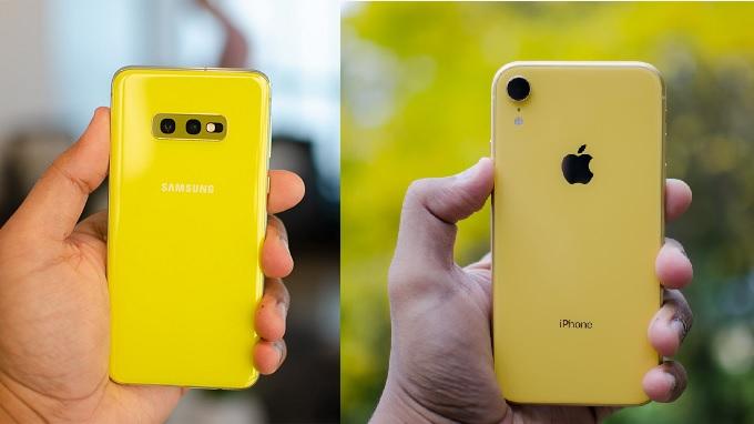 Galaxy S10e và iPhone Xr đều có nhiều màu sắc