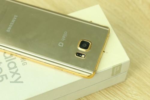 Cùng ngắm vẻ đẹp của Samsung Galaxy Note 5 xách tay mạ vàng