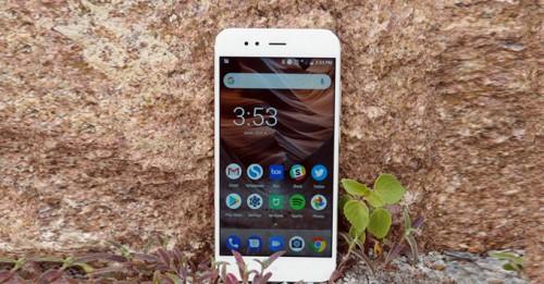 """Xiaomi Mi A1: """"ông hoàng"""" làng điện thoại phân khúc tầm trung"""