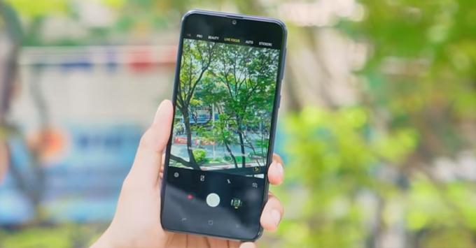 Galaxy M20 được tích hợp hệ thống camera kép chụp ảnh góc rộng tuyệt vời