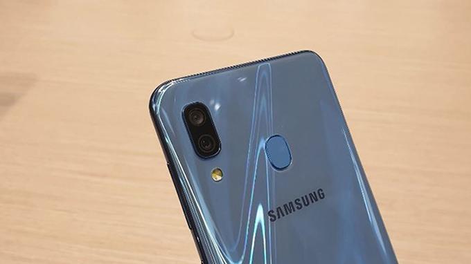 thiết kế Galaxy A30 cũng được đánh giá khá cao