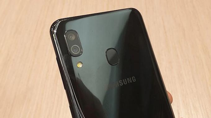 Galaxy A30 3GB/32GB được tích hợ hệ thống camera kép ở mặt sau