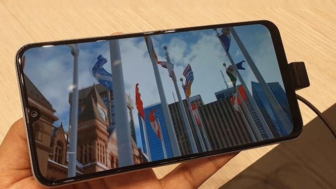 Galaxy A30 có kích thước màn hình tương đối lớn, lên đến 6,4 inch
