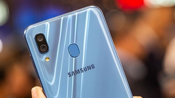 Galaxy A30 có camera kép