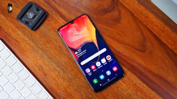 Galaxy A30 trang bị màn hình lớn 6.4 inch