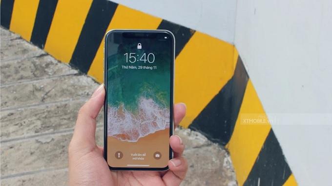 Màn hình iPhone X hiển thị sắc nét ngay cả dưới trời nắng