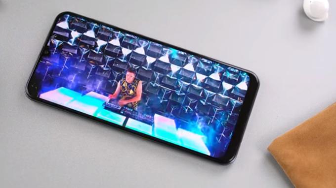 Galaxy A50 được trang bị viên pin lớn dung lượng lên đến 4000 mAp