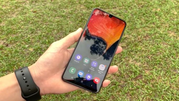 dễ dàng thao tác bằng 1 tay trên điện thoại Galaxy A50