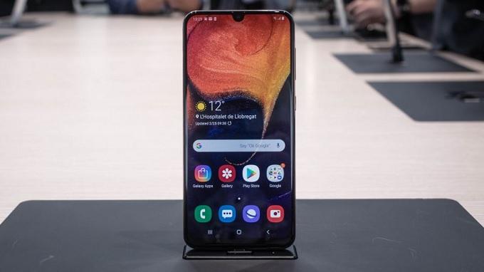 Màn hình giọt nước trên Galaxy A50