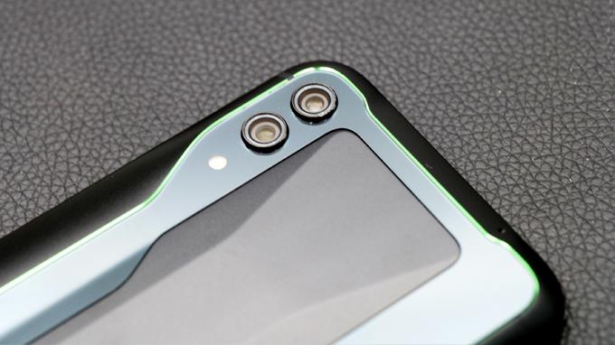 Camera kép có độ phân giải lên đến 48 MP hỗ trợ nhiều tính năng chụp ảnh thú vị
