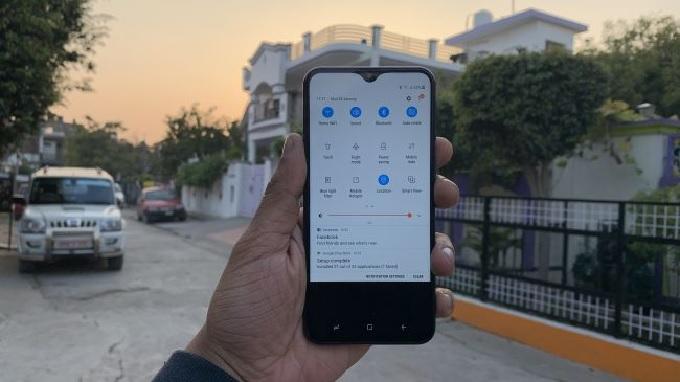 Màn hình giọt nước xuất hiện trên cả 2 mẫu điện thoại