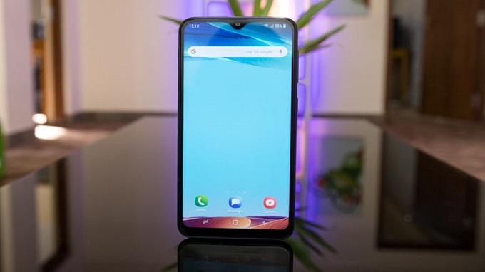 Galaxy M10 có thiết kế hiện đại và thanh lịch