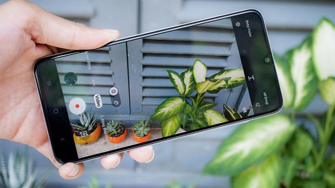 Camera Galaxy A70 hỗ trợ thêm các tính năng quay video siêu chậm