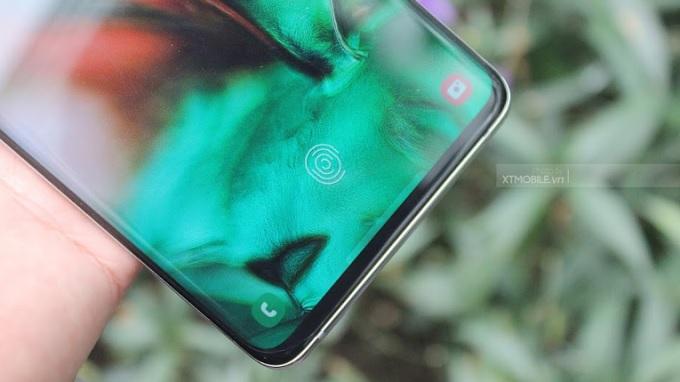 Vân tay được tích hợp sẵn trong màn hình Galaxy S10 Plus