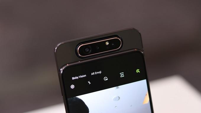 Cụm camera của Galaxy A80 cũng có thể xoay 180 độ
