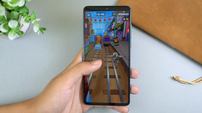 Huawei tích hợp viên pin 3.650 hỗ trợ khả năng sạc nhanh ấn tượng