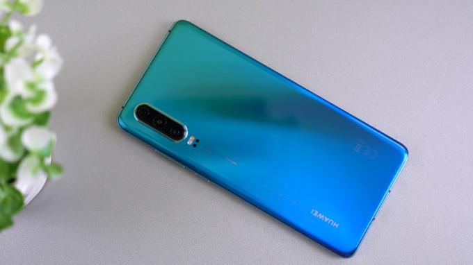 Thiết kế Huawei P30 được đánh giá khá cao, mang đến sự sang trọng và bóng bẩy