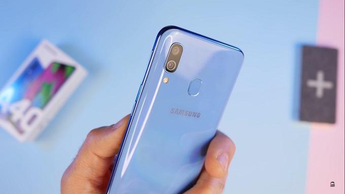 Galaxy A40 sở hữu hai camera phía sau, cảm biến chính 16MP và 5MP