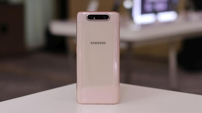 Galaxy A80 được trang bị 3 camera