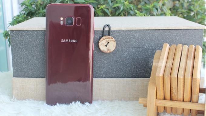 Galaxy S8 màu đỏ sang chảnh quý phái phù hợp tặng mẹ