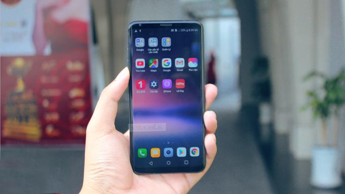 LG V30 tích hợp màn hình  OLED 6-inch, độ phân giải 2K+