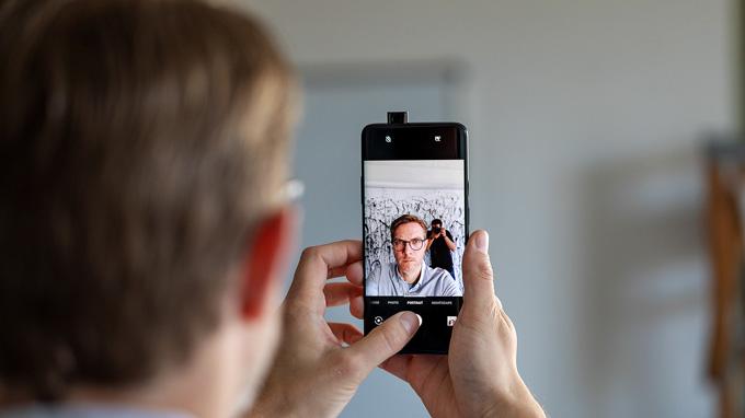 camera selfie OnePlus 7 Pro có độ phân giải 16MP sử dụng cảm biến Sony IMX471