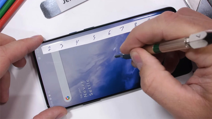 OnePlus 7 Pro bắt đầu xuất hiện các rãnh sâu hơn ở cấp độ 7
