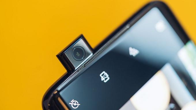 Cụm camera thò thụt của OnePlus 7 Pro