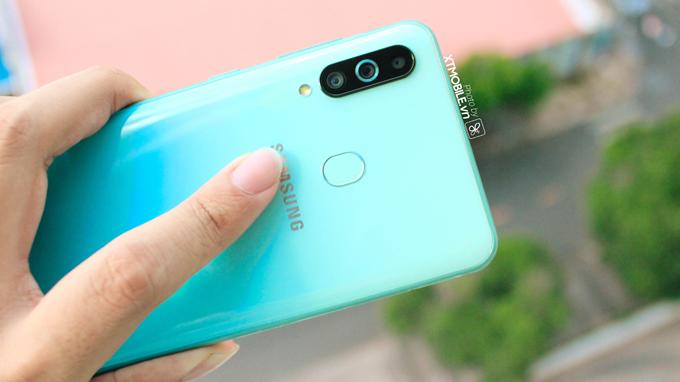 Galaxy A60 lại được Samsung ưu ái trang bị 3 camera mặt sau
