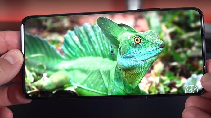 OnePlus 7 Pro 8GB được trang bị màn hình có tần số quét 90Hz