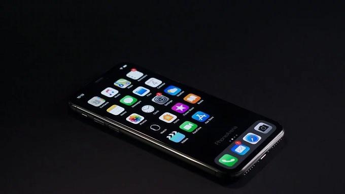 iOS 3 đem đến chế độ tối Night Mode hoàn chỉnh
