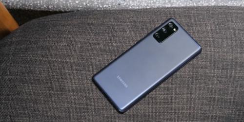 So sánh Galaxy M62 và Galaxy S20 FE, đâu là lựa chọn đáng tiền?