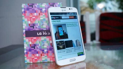 Mở hộp smartphone màn hình vuông giá 15 triệu đồng của LG