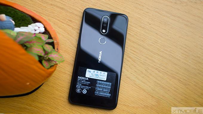 mặt sau Nokia X6 - xtmobile