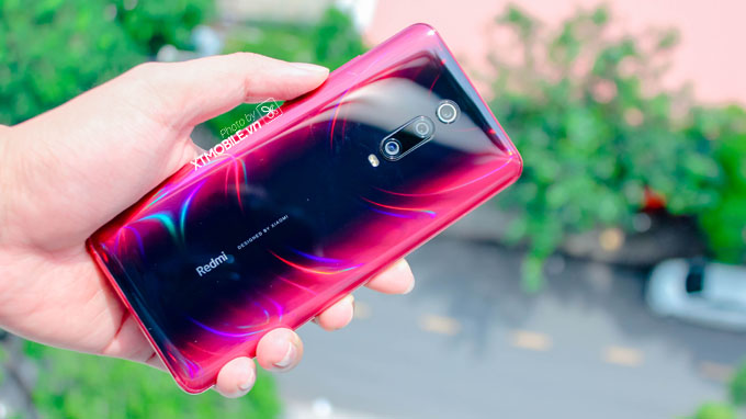 Redmi K20 Pro phản chiếu màu sắc độc đáo khi ở ngoài trời