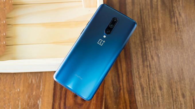 OnePlus 7 Pro phiên bản màu xanh Nebula độc đáo