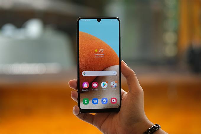 Galaxy A32 giá rẻ là một trong số rất ít những mẫu smartphone tầm trung được trang bị màn hình Super AMOLED
