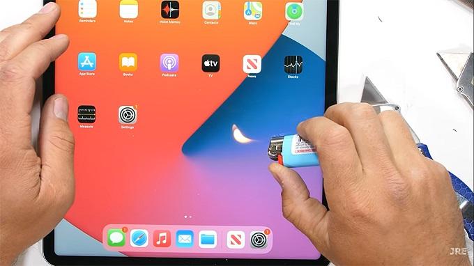 Các điểm ảnh trên iPad Pro 12.9 inch 2021 chuyển đen khi tiếp xúc với lửa