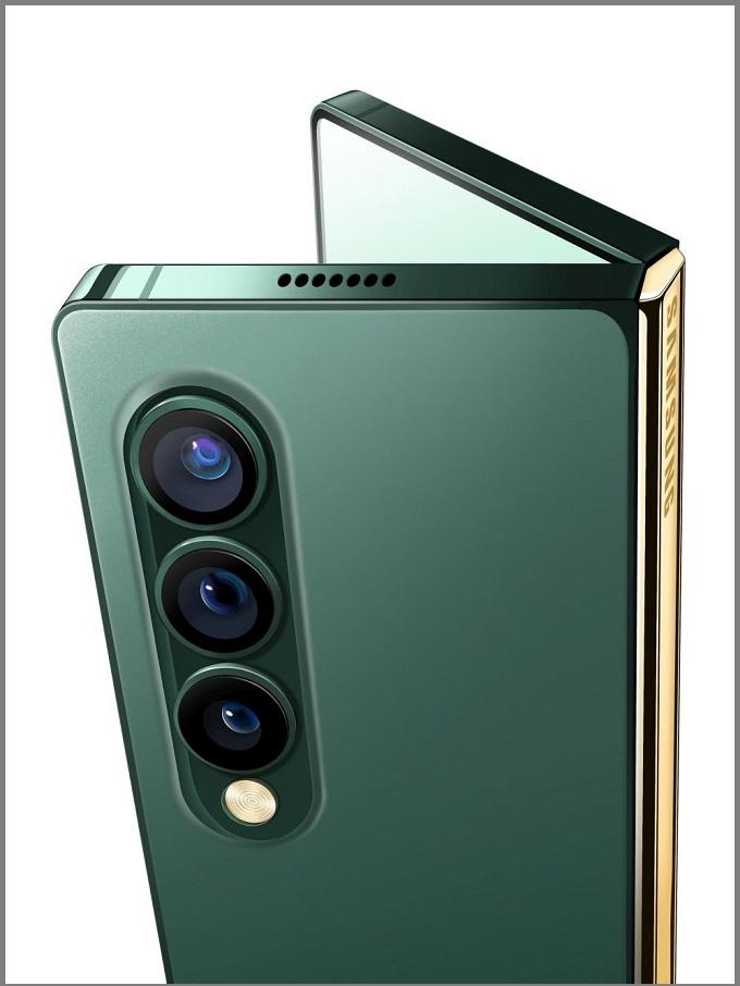 Camera sau với các ống kính được sắp xếp theo chiều dọc