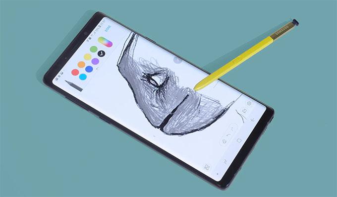 Bút S-Pen giúp bạn có thể thực hiện nhiều thao tác với khoảng cách tối đa 10m