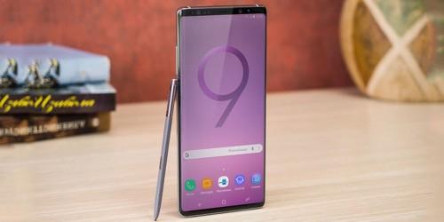 Bất ngờ CEO Samsung vô tình dùng Samsung Galaxy Note9 giữa đám đông