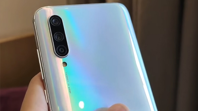 Xiaomi CC9 gây ấn tượng với người dùng thì nằm trong phân khúc giá rẻ nhưng được thiết lập đến 3 camera mặt sau