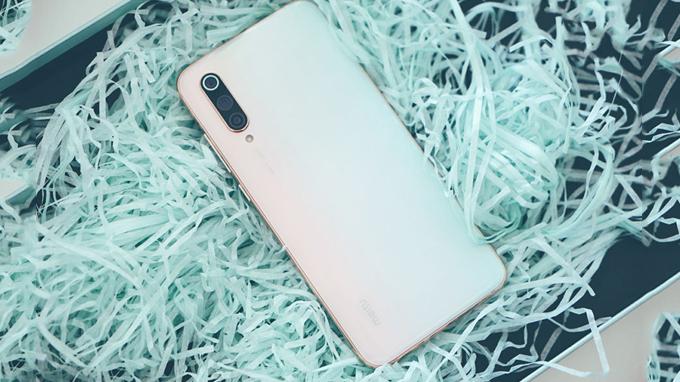 Xiaomi CC9 Meitu là điện thoại có thiết kế đẹp mắt, sang trọng và thanh lịch