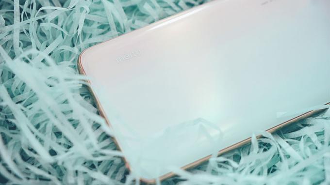 Xiaomi CC9 Meitu được thay đổi chi tiết logo với dòng chữ