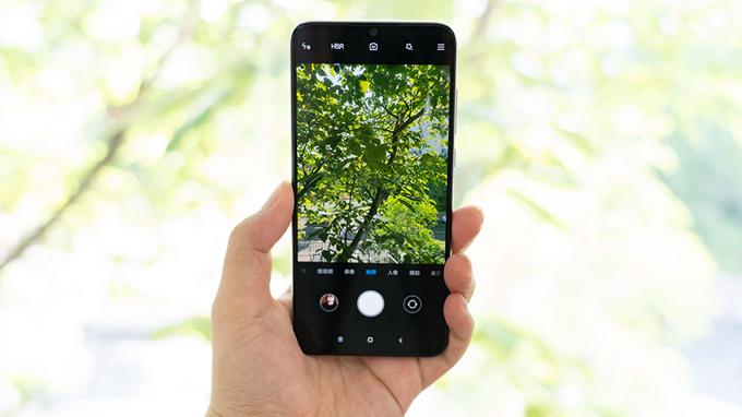 Đánh giá camera Xiaomi CC9 giá rẻ cho thấy trong điều kiện tương phản cao và ánh sáng yếu